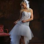 Suknia ślubna z koronek.